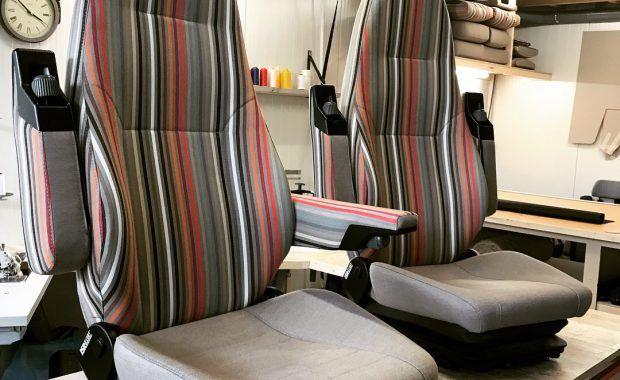 Camper Stoffering Salon, bed en stuurstoelen