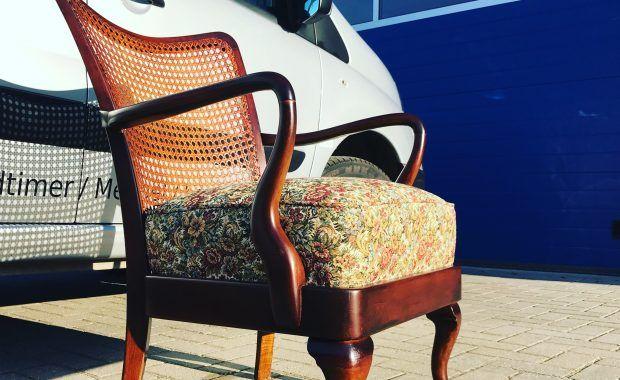 Herstoffering van antiek stoeltje