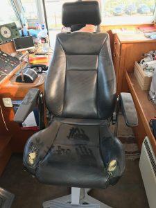 Herstoffering stuurhut Kussens en stuurstoel oud