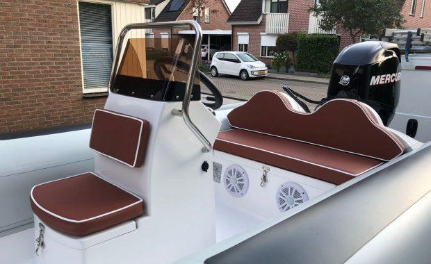 """Nieuwe speedboot """"Rib"""" kussens uit Zwolle bij JW Stoffering"""