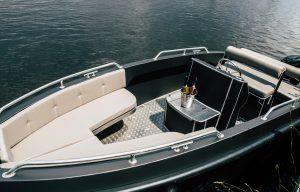 Bootkussens op luxe aluminium speedboot
