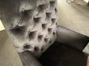 Herstoffering gecapitonneerde eetkamer fauteuils