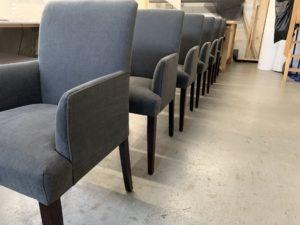 Stoffering eetkamer fauteuils